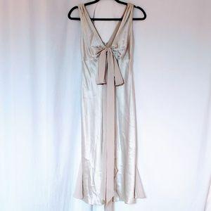 NWOT VERA WANG MAIDS Platinum Mid Dress Sz 4